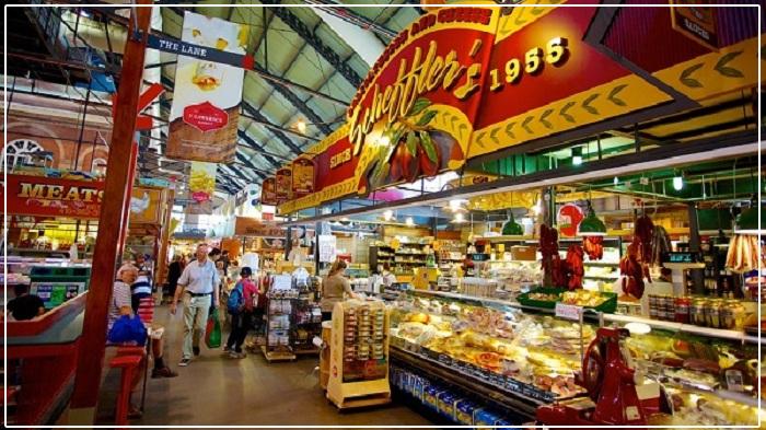 Bánh mứt được bày bán tại các khu chợ Việt Nam trong những ngày tết.