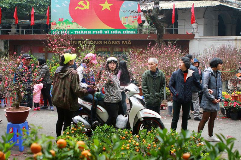 Phiên chợ Tết ngày cuối năm