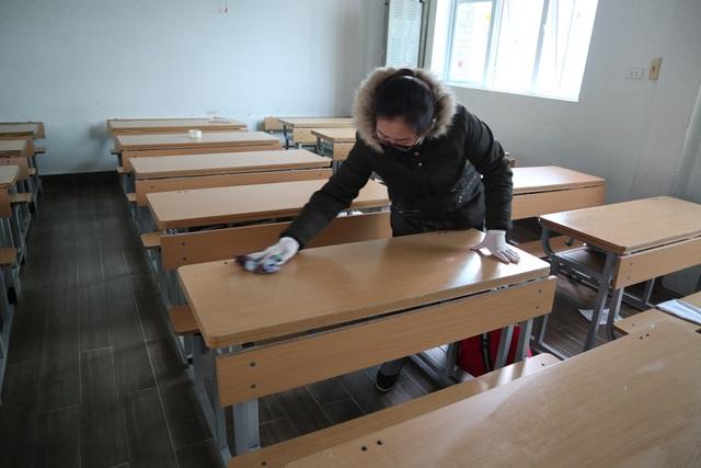 Trường Lương Thế Vinh, Hà Nội phun khử trùng bằng dung dịch CloraminB.